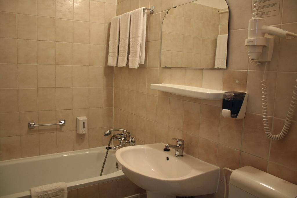Bathroom Kings kings hotel, budapest - revieweurocheapo